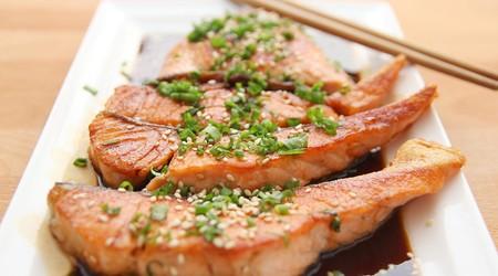 ilustrační obrázek k článku Grilovaný filet z lososa s opečenými bramborami