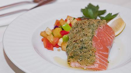 ilustrační obrázek k článku Losos s bylinkovou omáčkou a teplým bramborovým salátem