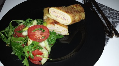 ilustrační obrázek k článku Krůtí roláda s mozzarellou a sušenými rajčaty